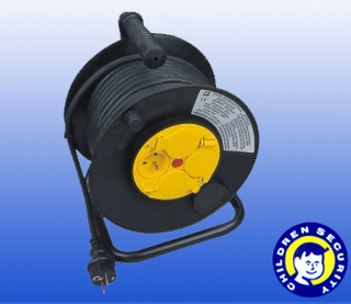 auto-rewind cable reel with wheel